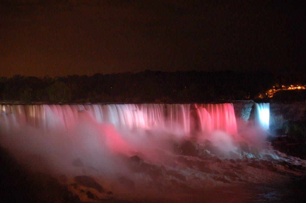 Niagara Falls am Abend