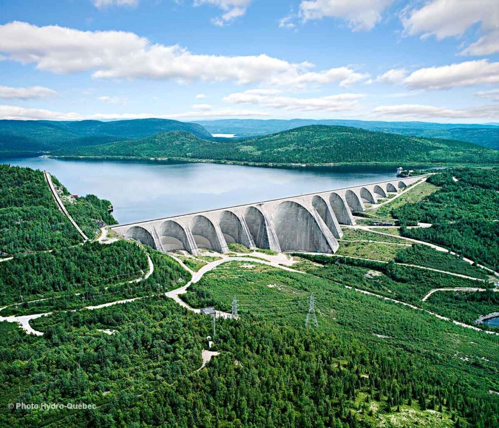 Electricity in Canada - Daniel-Johnson dam (Manic-5) in the Côte-Nord region - Hydro Quebec